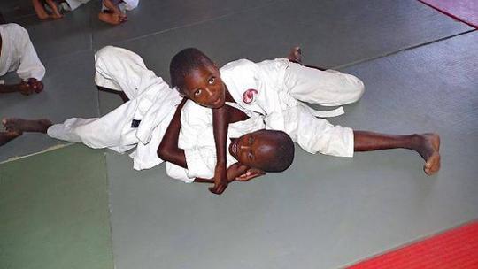 Senegal-avec-le-renshinkan-le-judo-prend-racines-ndioum