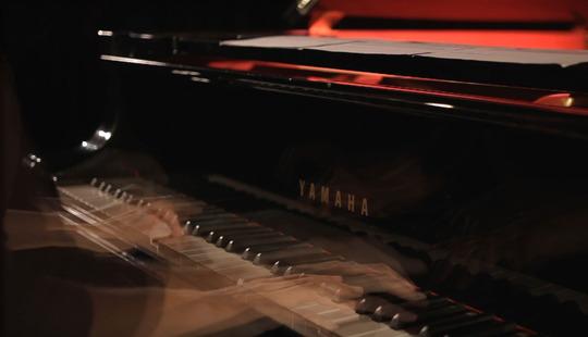 Pianohanden3-web