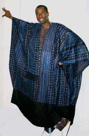 Der_grand_boubou_in_dakar_2c_westafrika_1bild185002515e8l.jpg48609300x458