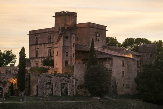 Lourmarin_chateau_low