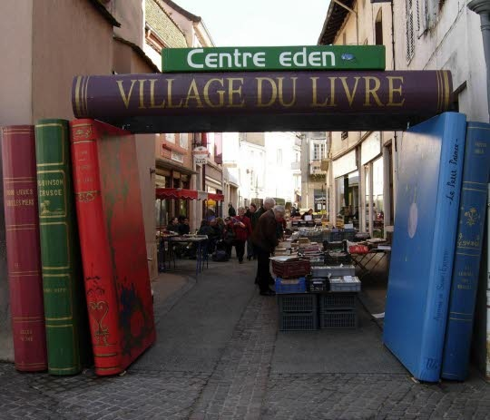 Entree-du-village-du-livre-de-cuisery-photo-dr