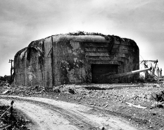 Ill_pho_war_ww2_pic_june1944_bunker