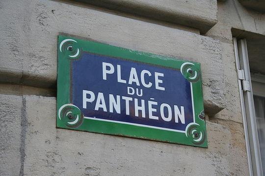 800px-place_du_pantheon
