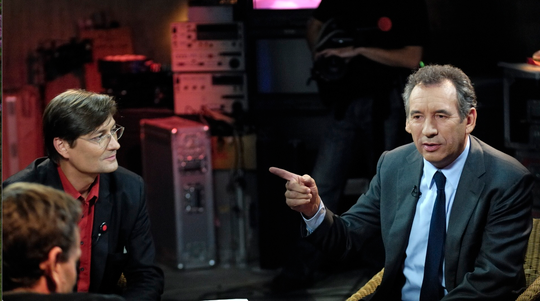 Bayrou-slp-doigt