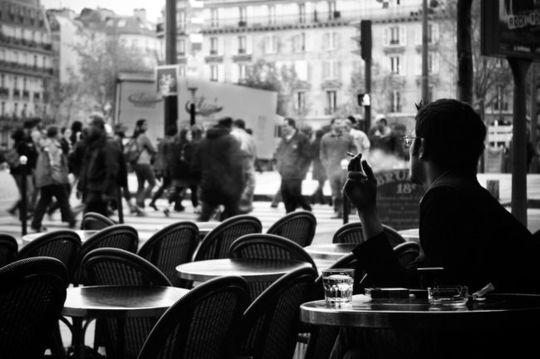 Terrasse-de-cafe-parisienne-cafes-ed9280t650