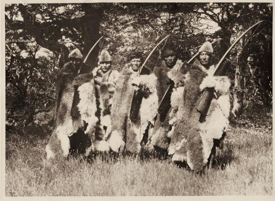 Guerriers-onas-1_aux_confins_de_la_terre_1948