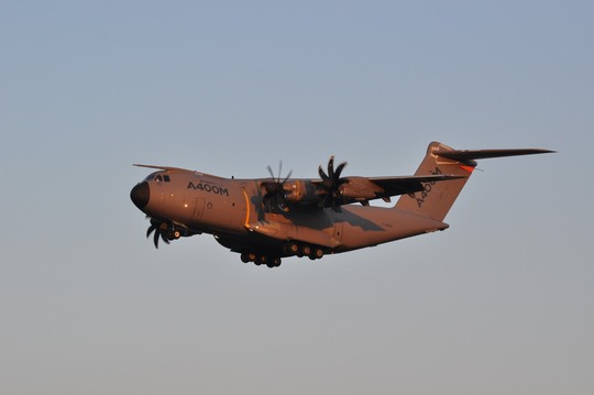Airbus-a400m_f-wwms_lfbo_201303-4