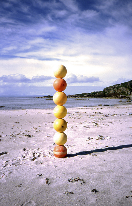 2001_balls_on_the_beach
