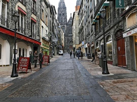Clermont-ferrand-rue-des-gras-883