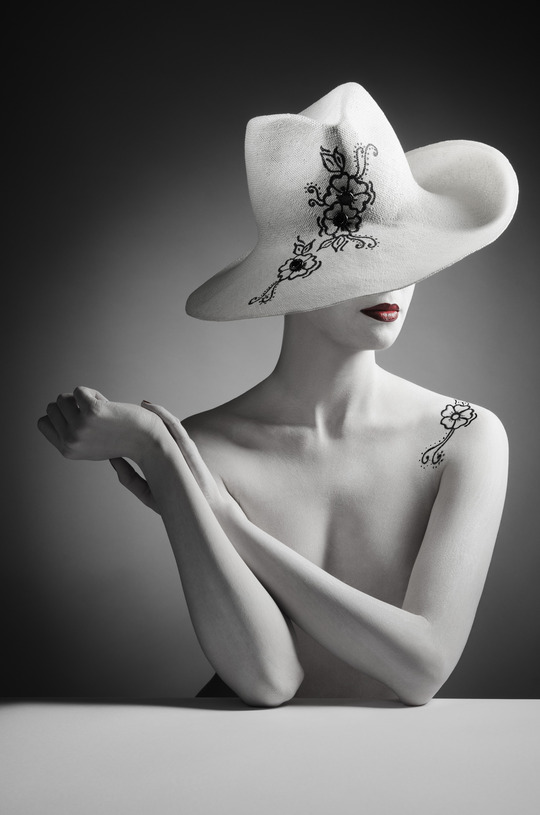 Mademoiselle_slassi_tatoo_white_hat_web